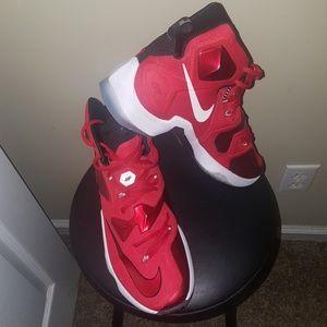 "Nike LeBron James XIII ""away"" university red"